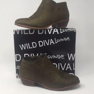Women's Sz 7.5 Olive Manny Wild Diva 👩🎤 Booties